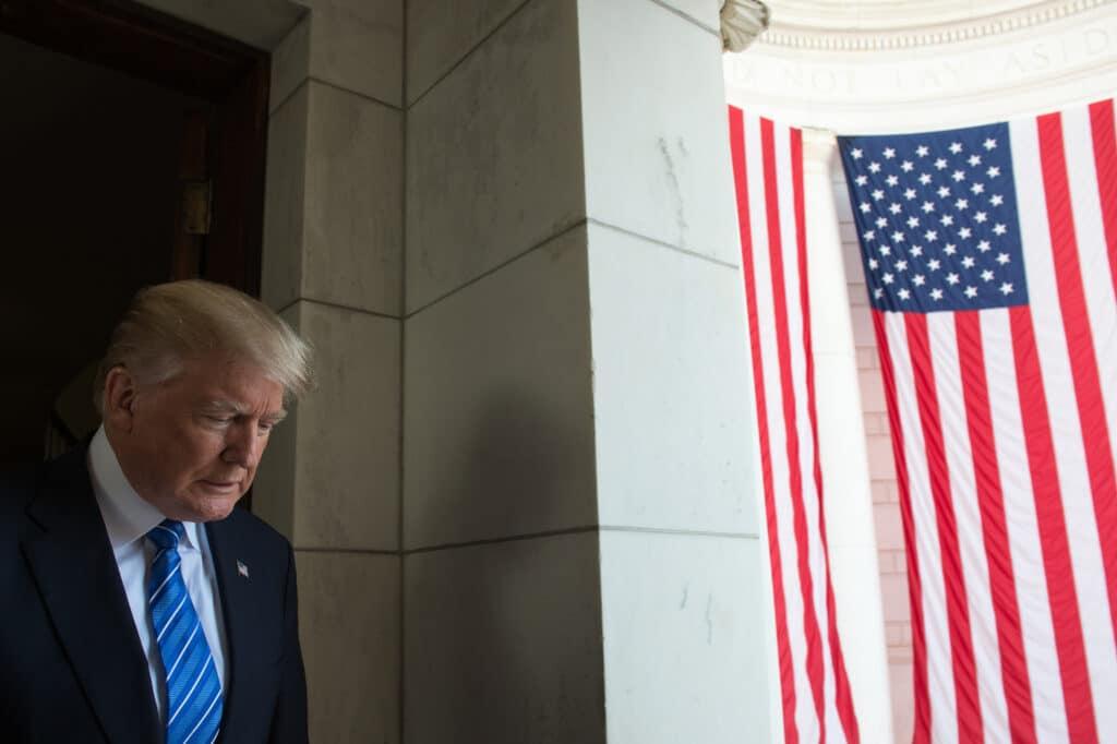 3 彭斯和共和党大佬隐身 保持着最后的民主精神 拜登赢290张选举人票宣布胜选 特朗普为家族利益困斗 白宫精英远离大选是非