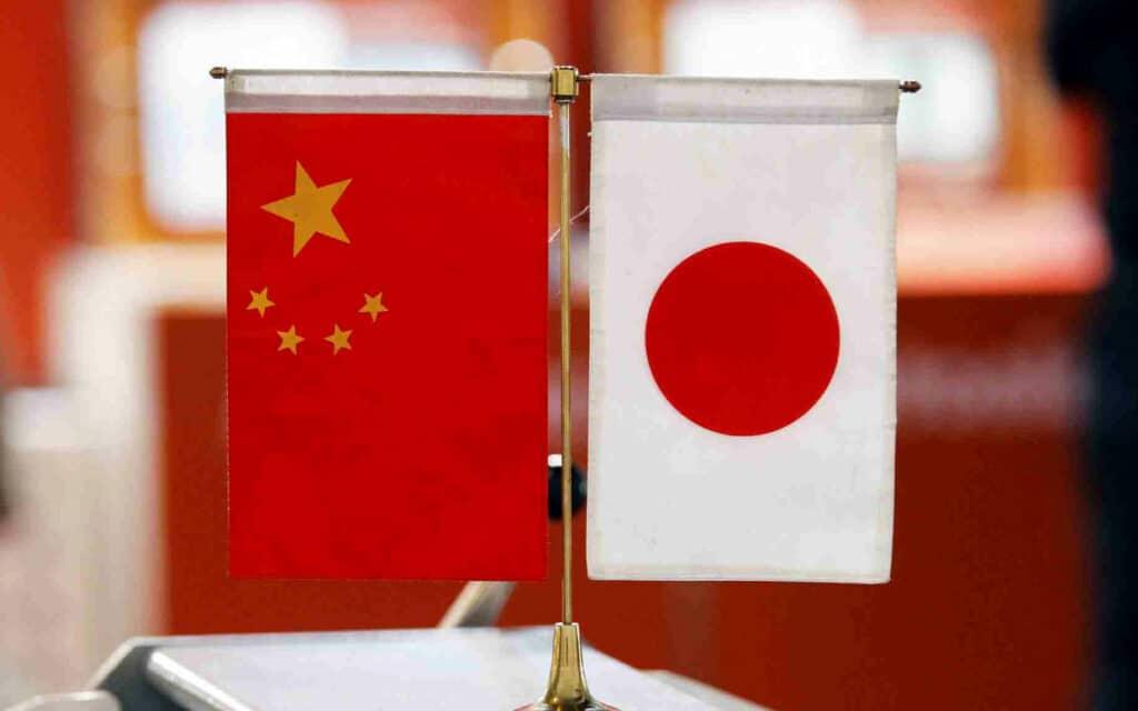 365j.me 不仅如此,还有日本对华态度的变化。 这个新年很特别:特朗普 拜登分别给中国送来大红包!